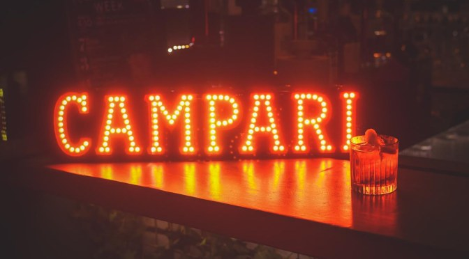 Campari participa do Festival de Gramado e convida público a conhecer 'seu lado red'